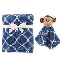 男の子のためにセットされる赤ん坊毛布およびぬいぐるみ