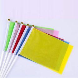 Commerce de gros prix bon marché en plein air personnalisé Field Sports Polyester couleur solide petite main drapeaux Custom