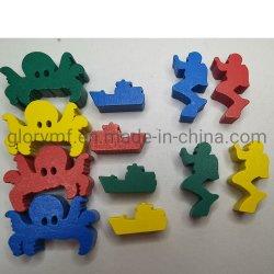 Juego educativo pieza de forma animal jugando y piezas de madera pequeñas