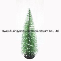 Albero di pino dell'albero di Natale il mini con la base di legno DIY si dirige la decorazione del piano d'appoggio per natale