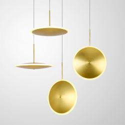 現代的なアメリカの贅沢な現代中二階食堂のための標準的な使用されたランプの吊り下げ式の金の黄銅によってめっきされる吊り下げ式の照明
