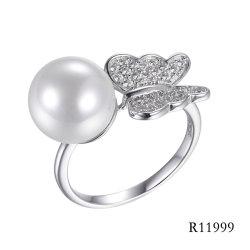 高品質の真珠のリングが付いている蝶925純銀製