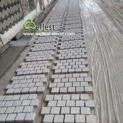 薄い灰色の私道および通路のための花こう岩によって一致させる玉石の敷石