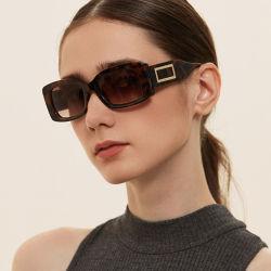 Moda Praça exclusivo rebite óculos de sol Retro pequena tendência óculos novo óculos de sol para as mulheres e Mens