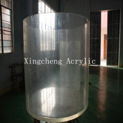 O Aquário cilíndrico de acrílico transparente para decoração