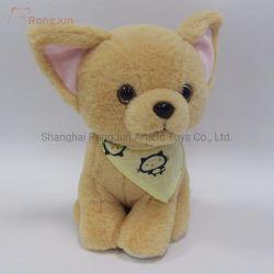小さくかわいい飾られたプラシ天犬