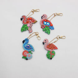 مصنع بالجملة السعر DIY 4 قطع الماس اللوحة سلسلة مفاتيح ملونة تتويج كراين صورة كارتون تصميم المفتاح حلقة هدية