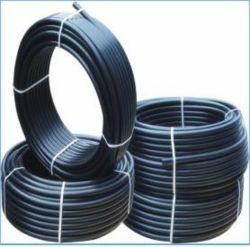 Черные пластиковые трубки подачи воды стабилизатора поперечной устойчивости