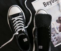 مداسات قماش باللون الأسود Fur Canvas مداسات مطاطية مقننة مداسات قماشية للطلاب المرأة في أحذية S