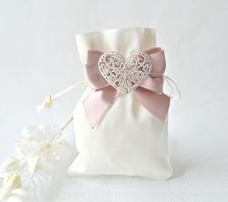 En satin blanc Sac cadeau faveurs de mariage avec de la soie Bow-Knot