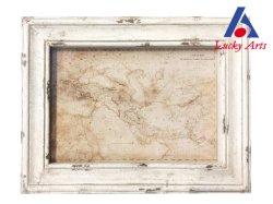 Deco pared blanco antiguo marco con el diseño de mapas antiguos