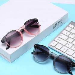 屋外のための染められたレンズのFashioの安い卸し売り読書サングラスが付いている注入の細字用レンズ