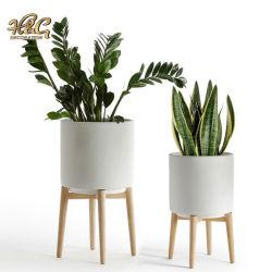 Witte Ceramische Pot met Houten Tribune