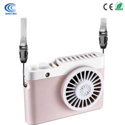 Mini ventilatore tenuto in mano, ventilatore dello scrittorio, piccolo ventilatore da tavolo portatile personale