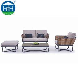 Садовой мебелью патио есть балкон таблица стул плетеной удобный диван