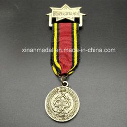 Kundenspezifische Metallmedaillen-Medaillen-Abzeichen-Muffe und Farbband