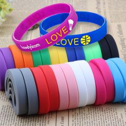 Freies Beispielkundenspezifischer Form-bunter Silikon-Klaps-Gummisportpasste intelligenter Wristband graviertes USB geprägtes Debossed Silikon-Armband für förderndes Geschenk an