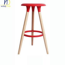 현대 PP 플라스틱 목제 다리 카운터 의자