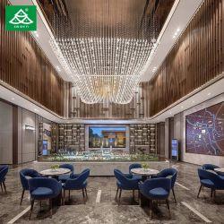 El vestíbulo del hotel mobiliario de madera con mesa de café de mármol