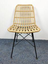 防水屋外の家具の藤の椅子の柳細工のスタッキングの椅子