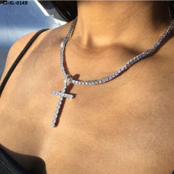 ダイヤモンドのキリスト教の宗教的信念のラインストーンのペンダントのチョークバルブが付いているイエス・キリストの新しい十字のネックレス