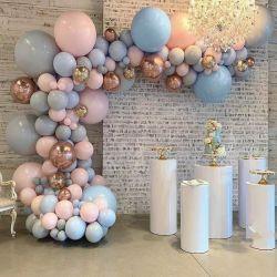 誕生日提案パーティーガーデン窓結婚記念日デコレーションピンクローズ ゴールドフォイルコンフェティグレーバルーンアーチ
