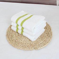 しまのあるYarn-Dyed正方形タオルの110%年の綿の極度の柔らかいタオル