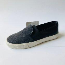 Misstap op de Comfortabele Schoenen van het Canvas van Jeans