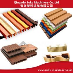لوحة بلاستيكية مصنوعة من مادة PVC/UPVC WPC (PE/PP+Wood) تنحني الأرضية تنحني البثق مما يجعل البثق أكثر إمتلاقاً الماكينة