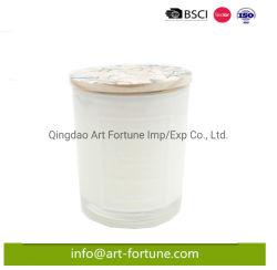 يشمّ شمعة زجاجيّة [فوتيف] مع بيضاء لون طلية داخلة [سلكسكرين] أسلوب على السطح من فنجان زجاجيّة وزهرة يدهن غطاء خشبيّة