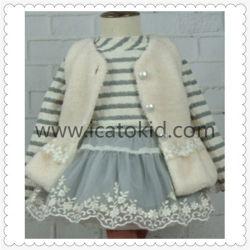 子供の女の子のための真珠ボタンのウールのブレンドのコート