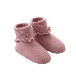 Calzini su ordine di Bootie dell'increspatura delle neonate del cotone