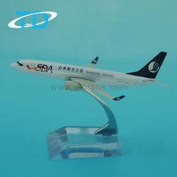 쇼 진열대를 가진 B737-800 모형 비행기