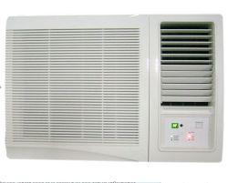 Окно установлен кондиционер воздуха