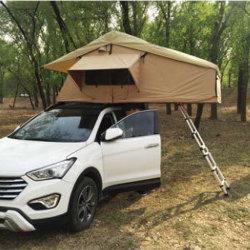 Off Road campeur tente sur le toit de la remorque
