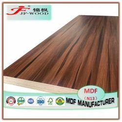 ISO9001 Fsc SGS AAAの等級の装飾的なボードの建築材料の家具のパネルのPrelaminatedのメラミン防水家具の等級の有機質繊維板の緑MDF