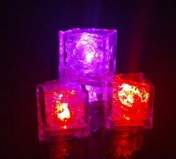 파티 장식 LED 플라스틱 아이스 큐브 라이트 멀티 컬러 액체 센서 얼음