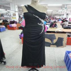 セクシーな黒いレースの夕方の服の質制御点検 /QC の質 東莞工場のレースドレスを確認します
