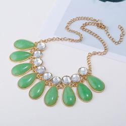 Forme de chute Rhinestone Accessoires Bijoux de résine acrylique Mesdames Necklace Rainbow