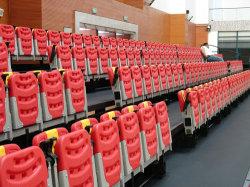 Estádio de rebatimento dos bancos com suporte para copos do Banco do estádio de plástico no interior do banco do estádio do Molde
