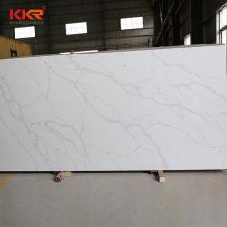Bande blanche en marbre noir regarder l'île de cuisine les comptoirs de quartz