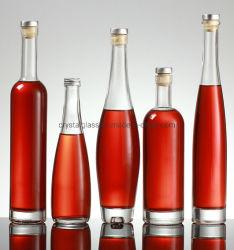 コルクが付いている氷のワイングラスのパッキングアルコール飲料のびん