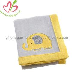 Coperta di riscaldamento lavorata a maglia molle del bambino del cotone su ordinazione con il Applique animale