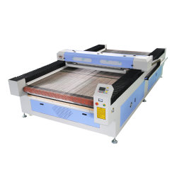 大きいフォーマットの自動ファブリック/布/織物/革/レーザーの打抜き機の価格を合わせること