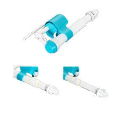 Rincer le réservoir de toilette de l'installation de fournisseur de connecteur