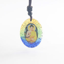 De verschillende Tegenhanger van het kristal van Amitabha Boedha met 2 Beelden van Gezichten Binnen en de Ketting van de Kabel voor de Godsdienstige Giften van de Partij