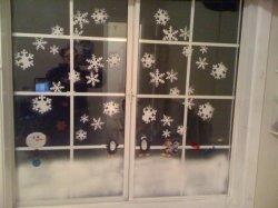 木の休日の冬の偽造品は冬党雪のスプレーを制作する