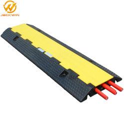 La rampa della protezione del cavo assicura che i pedoni ed i veicoli possano tutta la traversa legare sicuro Protecotr con un cavo esterno