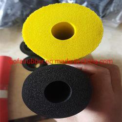 ゴム製管のグリップか管のグリップまたはたらいのハンドルの柔らかいグリップ