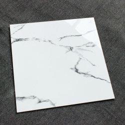 Foshan Premier choix Salle de bains en marbre blanc Cararra naturelles polies complet de la Porcelaine Céramique vitrifiée mur vitré les carreaux de revêtement de sol